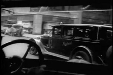 Point of view of 1920s car driving out of Grand Central Station, New York City — 图库视频影像