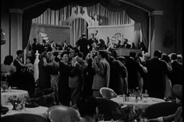 Applauding band in 1940s nightclub — Stock Video
