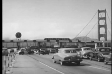 Vintage car moving on side road from toll at San Francisco, California, USA — Stock Video