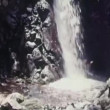 Panoramica su cascata — Video Stock