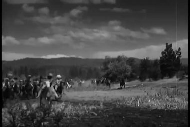 Native Americans charging on horseback — Stock Video
