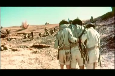 Soldiers helping a wounded comrade — Vídeo de Stock