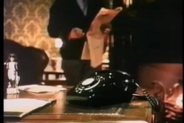 Man reaching for telephone — Stock Video