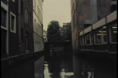 View from moving motorboat on canal — Vídeo Stock