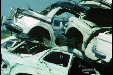 Smetiště plné aut — Stock video