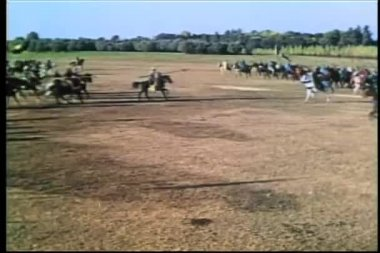 Wide shot medieval soldiers on horseback going into battle — Stock Video