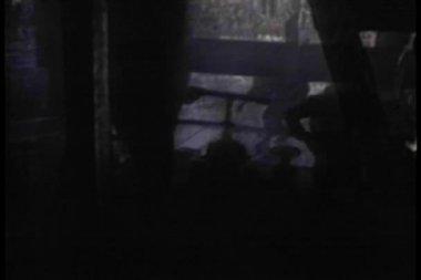 低角度查看石油井架涌出 — 图库视频影像