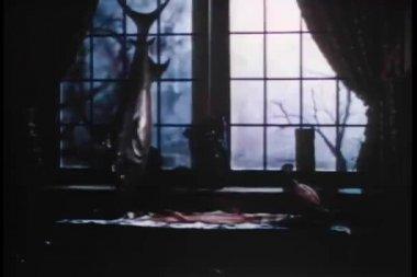 Widok burza przez duże okno — Wideo stockowe