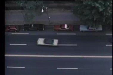 Luftbild von autos auf stadtstraße — Stockvideo