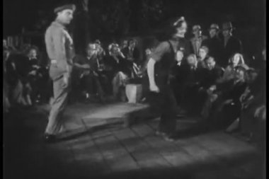 Crowd watching dancing outdoors — Stock Video