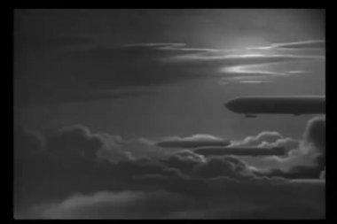 历史重演一次世界大战车队的天空中 zepplins — 图库视频影像