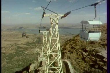 直升机飞行的电缆车 — 图库视频影像