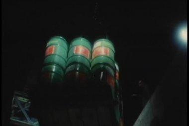 低角度查看桶送到仓库 — 图库视频影像