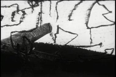 Soldaten kanon afvuren — Stockvideo