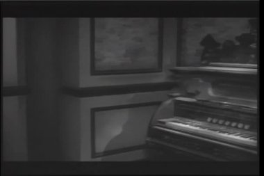 Panning to antique piano playing in haunted house — Stock Video