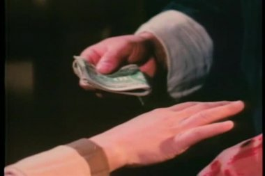 Close-up hands exchanging money — Stock Video