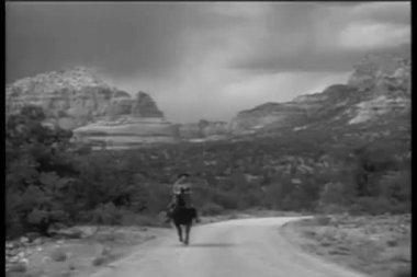 Vaquero caballo en sedona, arizona — Vídeo de stock