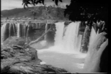 Wide shot waterfalls — Stock Video #26664151