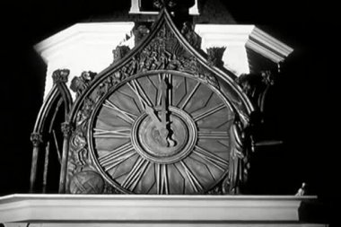 Clock strikes eleven o'clock — Video Stock