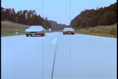 Two cars racing on empty road — Vídeo Stock