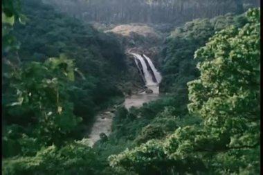 Zoomer à cascade — Vidéo