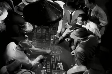 Men playing craps — Stock Video