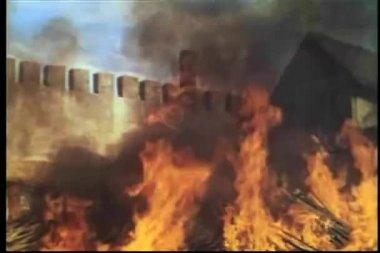 Ancho tiro hoguera ardiente — Vídeo de stock