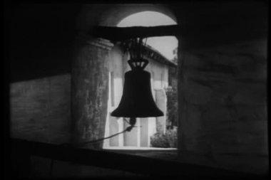 Kościół dzwon dzwoni — Wideo stockowe