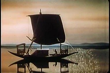 Sailboat floating on shimmering ocean — Stock Video
