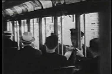 New york şehir arabası, 1930'larda yolcuları — Stok video