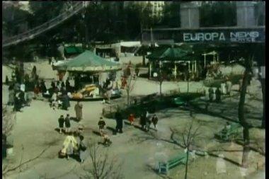 Park atlıkarınca ile yüksek açılı görünüş — Stok video