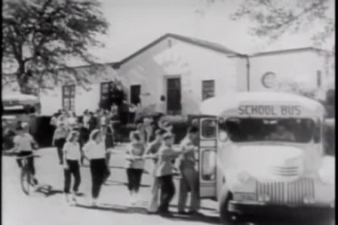 Students boarding school bus — Stock Video