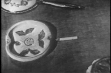 Woman extinguishing cigarette in ashtray — Stock Video
