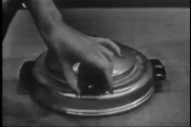 Woman opening and closing vintage waffle maker — Vídeo Stock