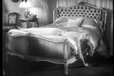 Dead woman on bed with knife in back — Wideo stockowe