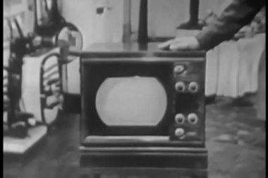 Man placing his hand on retro tv — Стоковое видео
