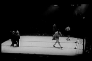 Boxers beginning match, madison square garden — Stock video
