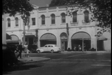 Police car chase on san fernando street — Stok video