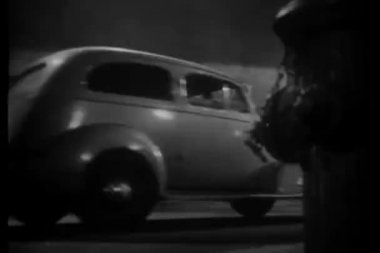 Car stopping in front of nightclub — Wideo stockowe