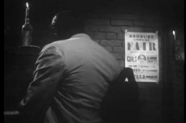Piano player singing in nightclub — Stok video
