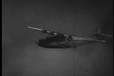 Seaplane flying through storm — Stok video