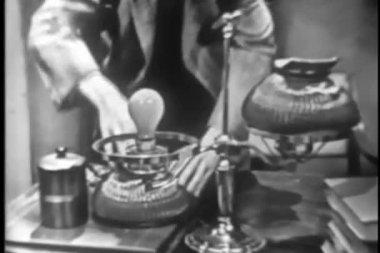 Man repairing table lamp — Stok video