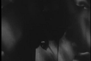 Person locking door — Stok video