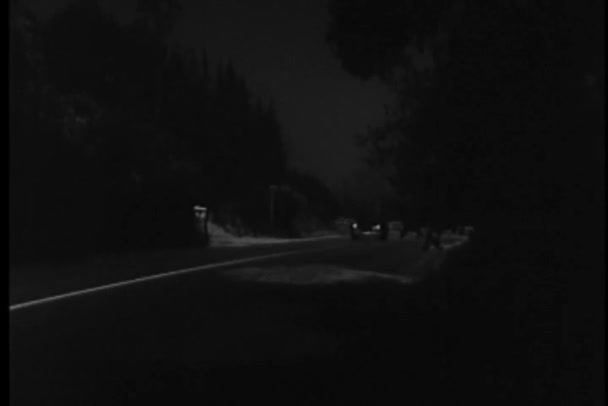 Car chase on dark country road, 1940s — Vidéo