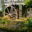 Waterwheel in Disrepair — Stock Photo