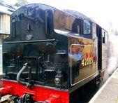 Steam train waits for passengers — Stock Photo