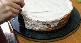 Decorating cake — Stock Photo