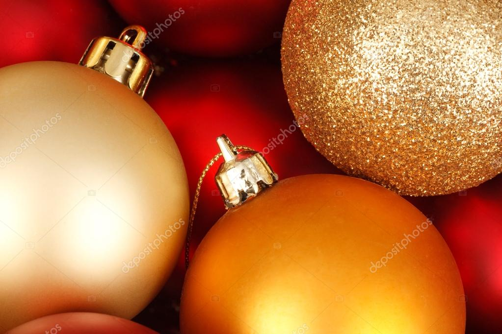 Colorful christmas baubles in red and gold — Stok fotoğraf #13203791