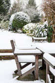 Kar altında bahçe mobilyaları — Stok fotoğraf