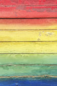 цвета радуги роспись на выветривания древесины — Стоковое фото